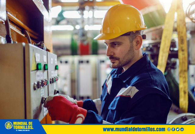El personal que labora en procesos industriales debe contar con todos los implemento de seguridad